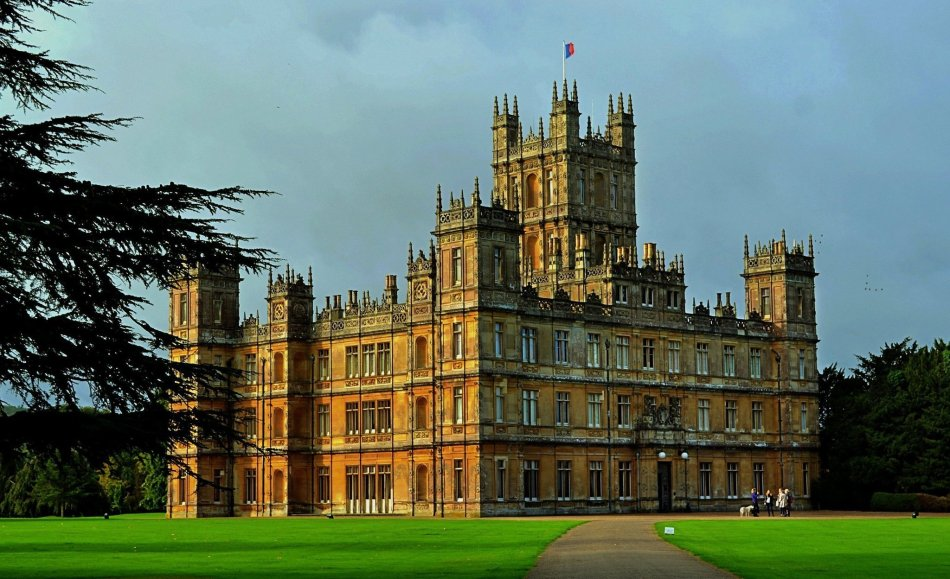 la-trb-england-highclere-castle-christmas-ball-20140803